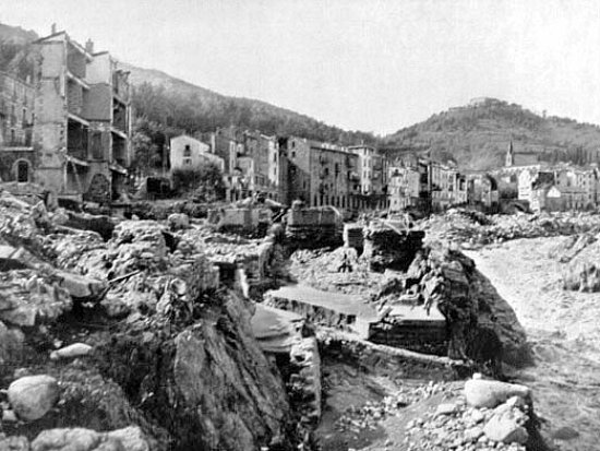 Amelie les Bains ravagee par la crue d`octobre 1940