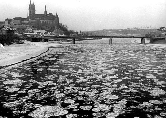 embacle de l`Elbe le 4 fevrier 1956