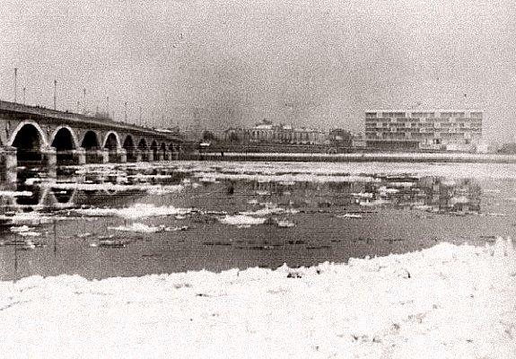 la Garonne gelee a Bordeaux en fevrier 1956