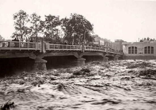 pont Joffre de Perpignan pendant la crue en octobre 1940