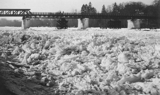 la Seine gelee en fevrier 1956