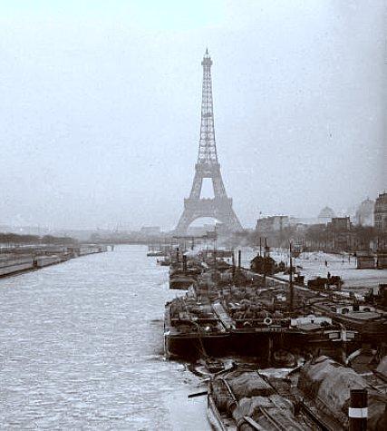 la Seine gelee quai de Grenelle devant la Tour Eiffel en 1893