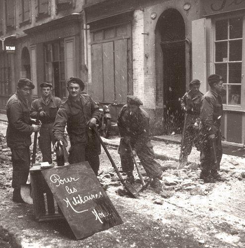 soldats en renfort dans Toulouse fevrier 1956