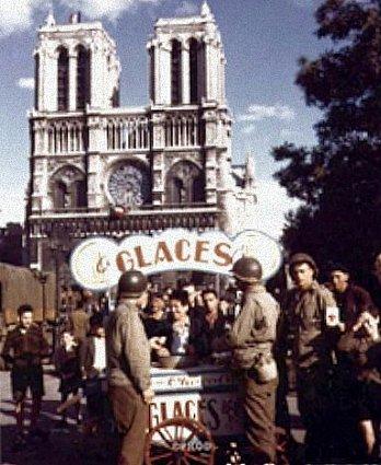 place Notre Dame en aout 1945
