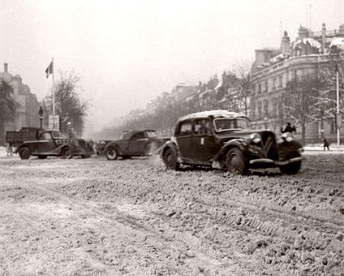 grands boulevards Paris janvier 1945