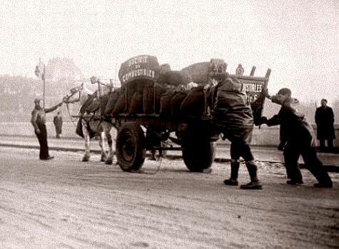 livreurs de charbon en janvier 1941