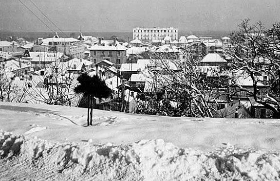 vue d`Arcachon sous la neige depuis le parc Mauresque en fevrier 1956