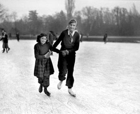 patineurs au bois de Boulogne en decembre 1946