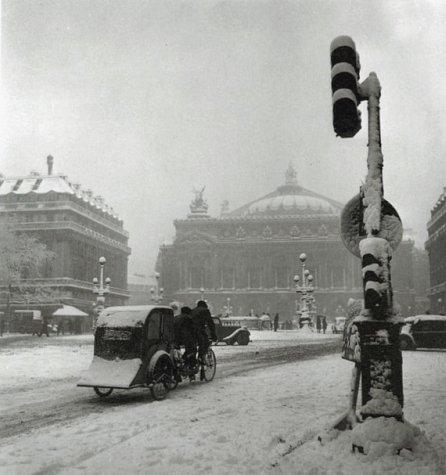la place de l`Opera sous la neige en janvier 1940