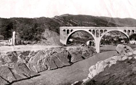 pont emporte pres d`Amelie les Bains pendant la crue d`octobre 1940