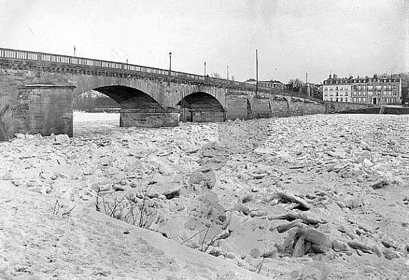 la Seine gelee au pont de Meulan en 1895