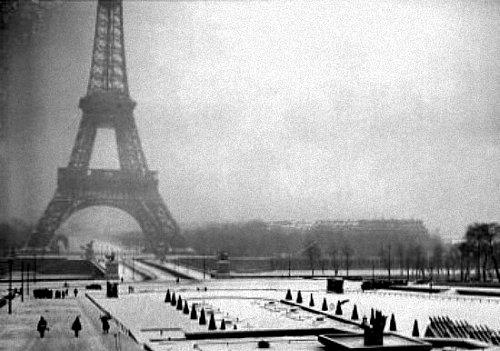 Tour Eiffel en janvier 1942
