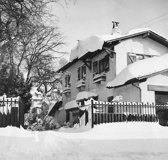 villa sous la neige boulevard de la Plage a Arcachon en fevrier 1956