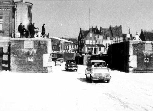 voitures sur glace Hollande hiver 1962 1963